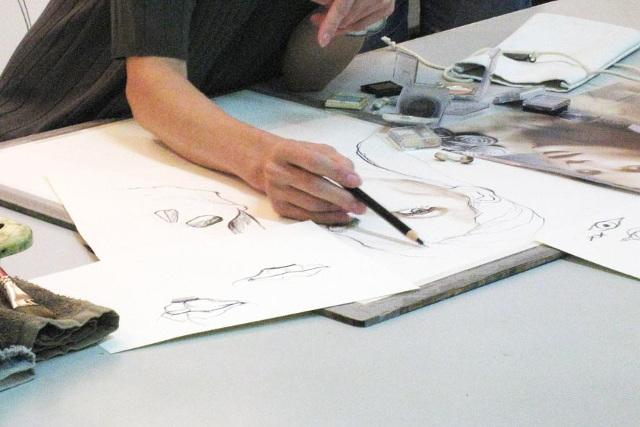 大阪のイラストスクール【マサモードアカデミーオブアート】は手描きの基礎から学べる