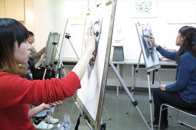 大阪でアートスクールはデッサンからイラストの技術を身につける【マサモードアカデミーオブアート】